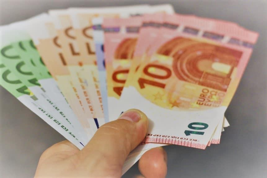 Betalingen-en-schenkingen-in-contanten-waar-ligt-de-grens-warfid-boekhouding-accountancy